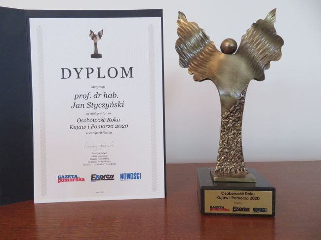 Dyplom i statuetka dla prof. dr hab. Jana Styczyńskiego