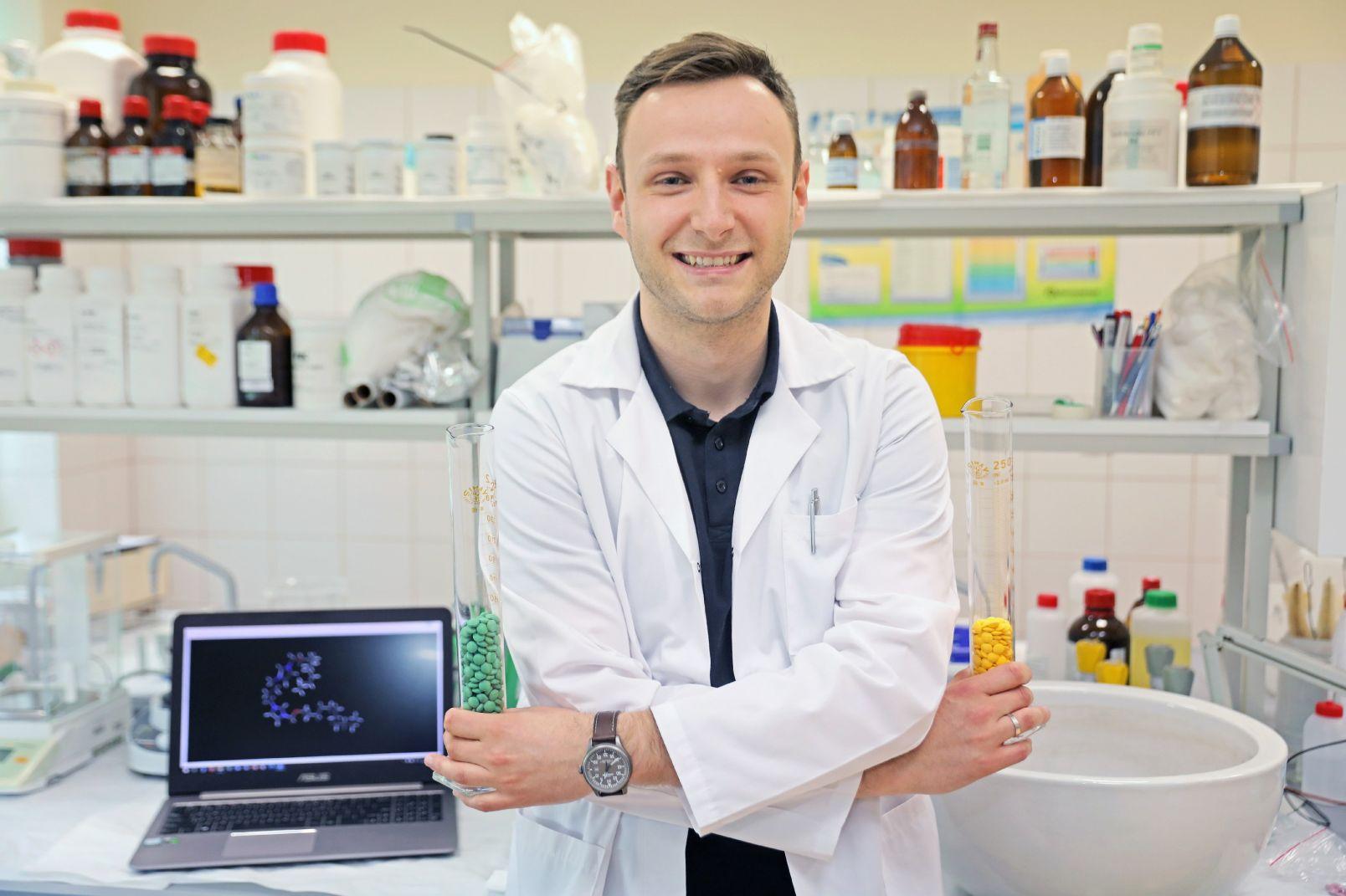 Dr Maciej Karolak do swoich obliczeń i analiz używał superkomputera